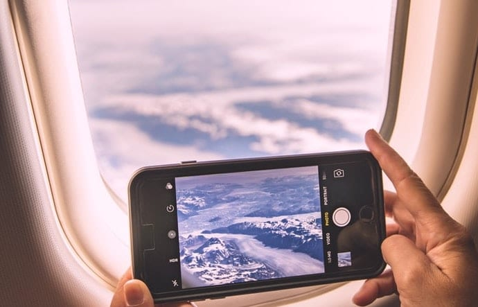 The 5 Best Travel Essentials for iPhone Users